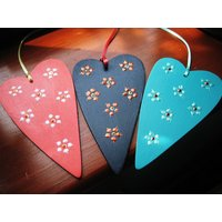 Hanging Daisy Heart, Coral/Charcoal/Aqua