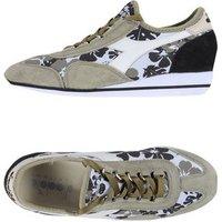 DIADORA HERITAGE SCHUHE Low Sneakers & Tennisschuhe Damen on YOOX.COM