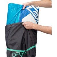 Dieser Kite Cover mit 35cm Durchmesser und 65cm Höhe (62 L) dient dazu, den Kiteschirm zu komprimieren, um den Platzbedarf während deiner Sessions vor Ort oder auf Reisen zu reduzieren.Eine size-Angabe bestimmt die Größe des Schirms, die in den Kitebag passt.Wird die Tasche nicht benutzt, kann sie in die integrierte Innentasche (17×17cm) zusammengerollt werden./Wir haben uns für eine Standardgröße entschieden, damit du die Tasche auch für andere Kiteschirme benutzen kannst.Als Richtwert laut unseren Tests eignet sich die Tasche für Kiteschirme mit max.: 14m mit 3 Struts, 9m mit 6 Struts, 10m mit 5 Struts. Sollte dein Schirm trotz unserer Angaben nicht in die Tasche passen, nehmen wir das Produkt anstandslos zurück./Die Luft aus dem Kiteschirm komplett ablassen, um das Volumen für den Transport zu optimieren