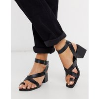 New Look strappy block heeled sandals with toe loop in black