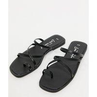 New Look strappy toe loop flat sandals in black
