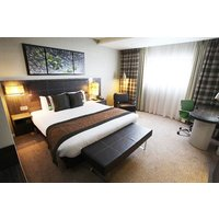 One Night Spa Break with Treatment, Dinner and Fizz at Holiday Inn Reading - Reading Gifts