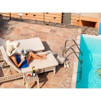 Swimming pool heating at a cost of 20 euros/night. house maid on request (extra). welcome pack ( inclusive). ...