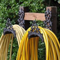 Cast iron hose tidy