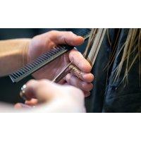 Waschen, Schneiden, Föhnen inkl. Haarkur und optional Ansatzfarbe für Damen im International Salon (bis zu 45% sparen*)