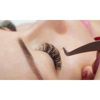 Wimpernverlängerung mit der  1:1-Technik oder Lash Lifting bei Pure Skin Cosmetics By Saya (bis zu 5