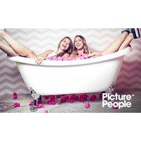 Enten- oder Bällebad-Fotoshooting inkl. Make-up und 3 oder 4 Bildern im PicturePeople Fotostudio (bis zu 73% sparen*)