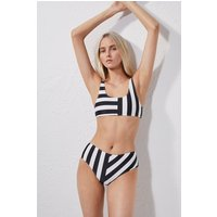 https://images2.productserve.com/?w=200&h=200&bg=white&trim=5&t=letterbox&url=ssl%3Amedia.frenchconnection.com%2Fms%2Ffcuk%2Fsxjbg-womens-cr-blacksummerwhite-block-stripe-high-rise-briefs.jpg%3F404%3Dfcuk%2Fsxjbg.jpg%26width%3D425%26height%3D637&feedId=3208&k=f6c2eff5c20a54e203624d40caf103e6221eb87a colour: Black/Summer White credits:French Connection