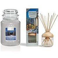 Product photograph showing Yankee Candle Candlelit Cabin Large Jar Candle And Reed Diffuser Bundle