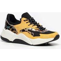 Gele dad sneakers voor dames van claudia ghizzani. gemaakt van imitatieleer, een binnenwerk van textiel en ...