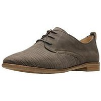 Clarks Alice Mae Brogue, Taupe, Size 4, Women