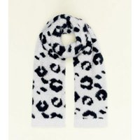 Cream Leopard Print Fluffy Scarf New Look
