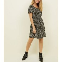 Petite Black Ditsy Floral Shirred Waist Dress New Look