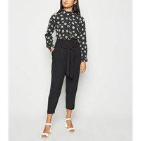 Petite Black Daisy Long Sleeve Shirt New Look