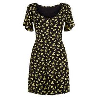 Cameo Rose Black Ditsy Floral Ruffle Sleeve Dress New Look