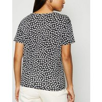 Petite Black Daisy Tie Front T-Shirt New Look