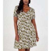 Blue Vanilla Curves Green Leaf Print Tea Dress New Look