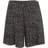 Petite Black Spot Flippy Shorts New Look