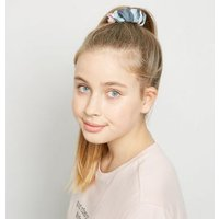 Girls 3 Pack Multicoloured Camo and Pink Scrunchies New Look