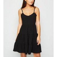 Petite Black Crinkle Tiered Sundress New Look
