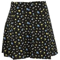 Petite Black Ditsy Floral Flippy Shorts New Look