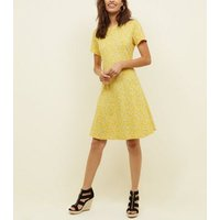 Tall Yellow Ditsy Floral Cap Sleeve Swing Dress New Look