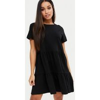 Petite Black Tiered Hem Smock Dress New Look