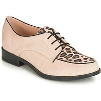 Andre  CAPVERT  women's Casual Shoes in Beige