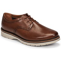 Clarks  BAYHILL PLAIN  men's Casual Shoes in Brown