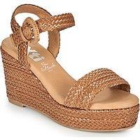 Xti  CRAMA  women's Sandals in Brown