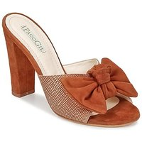 Paco Gil  BRAZIL  women's Mules / Casual Shoes in Brown