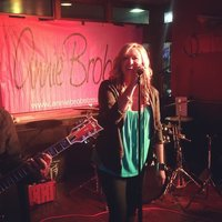 annie-brobst-band