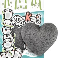 Esponja en forma de corazón K-Sponge de The Konjac Sponge Company - Carbón y bambú 12g