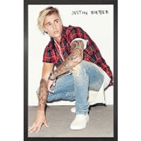 Justin Bieber Crouch - 61 x 91.5cm Framed Maxi Poster - Justin Bieber Gifts