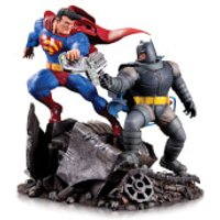 DC Collectibles DC Comics Batman Vs Superman Mini Battle Statue