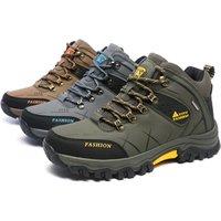 2019 hot selling climbing boots men waterproof hiking shoes