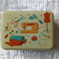 Portable Travel Sewing Kit in Tinplate Storage Box of Sewing Basket