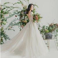 Simple vintage backless design O-neck exquisite lace decoration women  wedding dress