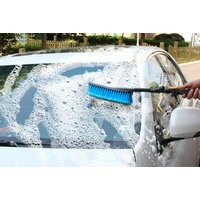 €8.99 for a car wash brush, €16.99 for a flexible hose, €24.99 for the car wash brush and flexible hose in a bundle from Arther Gold!