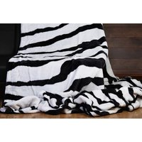 £7.99 instead of £69.99 (from Fusion Online) for a double size thick zebra print throw - save 89% - Zebra Print Gifts
