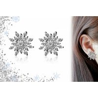 £5.99 instead of £16.99 for a pair of crystal snowflake earrings from GetGorgeous - save 65% + Delivery Included! - Crystal Gifts