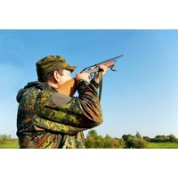 £19.95 for a clay pigeon shooting for one person with 20 clays, £39 for two with 40 clays or £95 for up to eight with 100 clays with Lea Marston Events. - Shooting Gifts