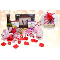£19 instead of £40 for a Valentine's hamper including sweet treats, a photo frame, prosecco, a candle and a bath bomb from Black Cat Hampers & Gifts - save 52% - Hampers Gifts