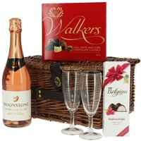 £12 instead of £20 for a romantic-themed hamper including chocolates, Belgian raspberry delights, Moonstone rosé and two Champagne flutes from First4Hampers - save 40% - Hampers Gifts
