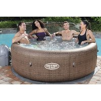 £495 instead of £980 (from Eurotrade Ltd) for a St Moritz durable polyrattan effect hot tub - save 49% - Garden Gifts