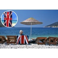 £7.99 instead of £29.99 for a Union Jack beach towel from London Exchain Store - save 73%