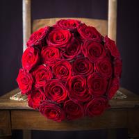 12 Grand Prix Red Roses