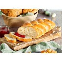 Butterhefezopf mit Mandeln