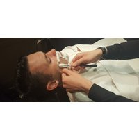 Traditional Men's Wet Shave and Hair Cut in London - London Gifts