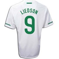 2010-11 Portugal World Cup Away (Liedson 9)